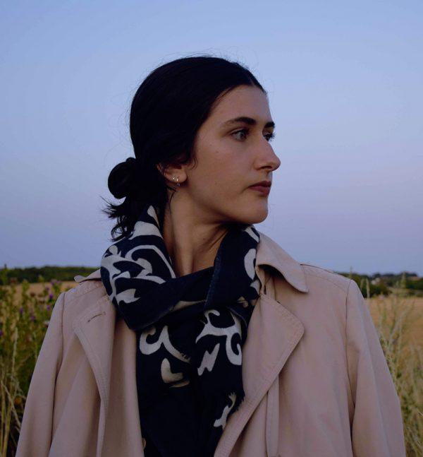 echarpe-laine-arabesque-noir-1