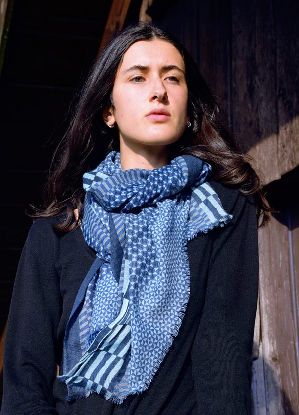 echarpe-laine-arpenteur-bleu-1